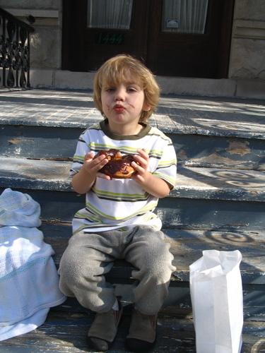 Sam_and_doughnut_on_porch