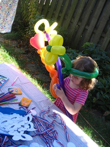 Talia_and_balloon_hat