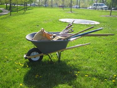 Arbor_day_wheelbarrow_and_tools