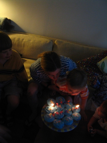 Blowing_out_candles