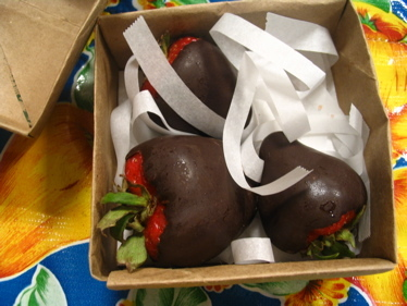 Chocolate_strawberries_in_box