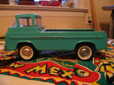 Green_toy_truck