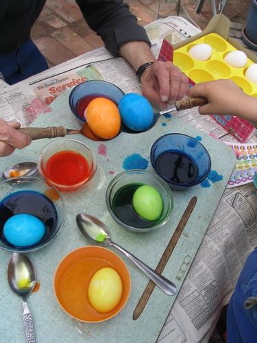 Pueblo_moms_hands_and_eggs