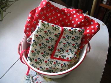 Red_aprons_in_bowl