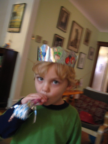 Sam_in_4th_birthday_crown