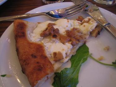 Spacca_napoli_arugula_slice
